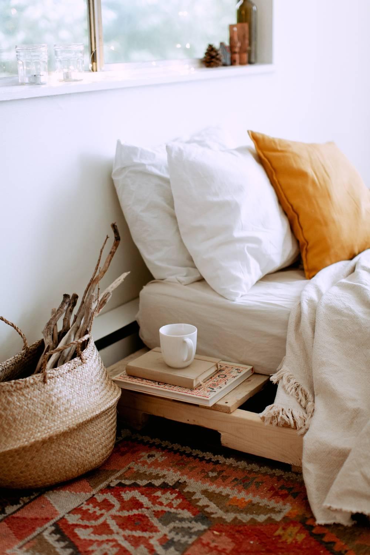 Schowki w sypialni na poddaszu