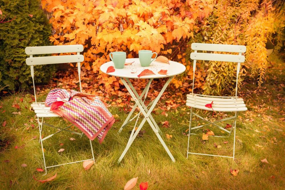 Jesienna konserwacja mebli ogrodowych