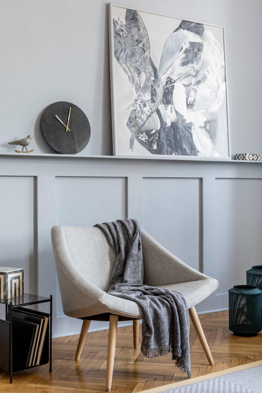 Nowoczesny zegar w salonie